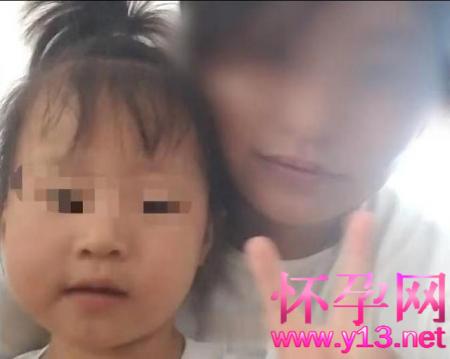 四川女童遭继母虐待致死案开庭